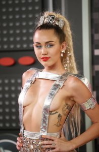 miley-cyrus-mtv-vma-2015
